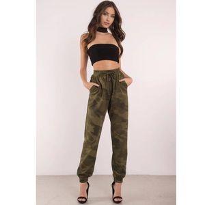 Tobi Show Off Green Sweatpants